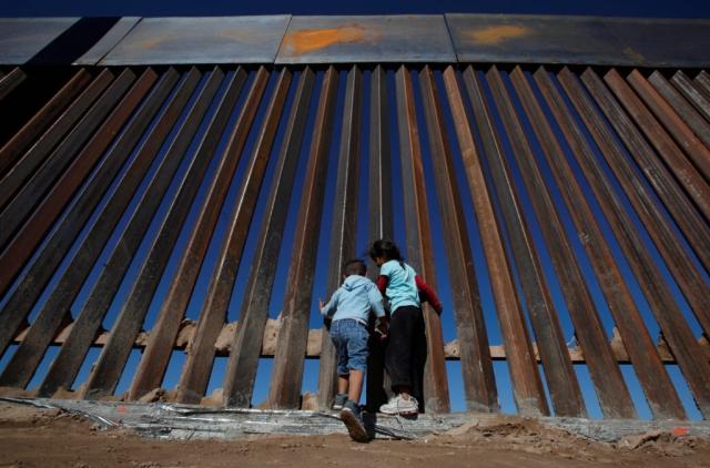 https: img.okezone.com content 2019 06 27 18 2071540 foto-ayah-dan-putrinya-yang-mati-tenggelam-menggambarkan-kondisi-mengerikan-di-perbatasan-as-meksiko-JQYnNKpIEr.jpg