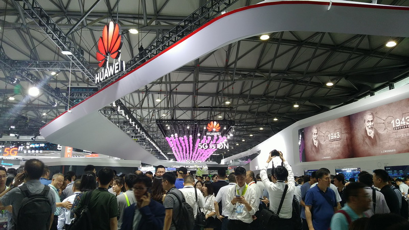 https: img.okezone.com content 2019 06 27 207 2071398 intip-apa-saja-teknologi-yang-dipamerkan-di-mwc-2019-shanghai-57NBw6NAen.jpg
