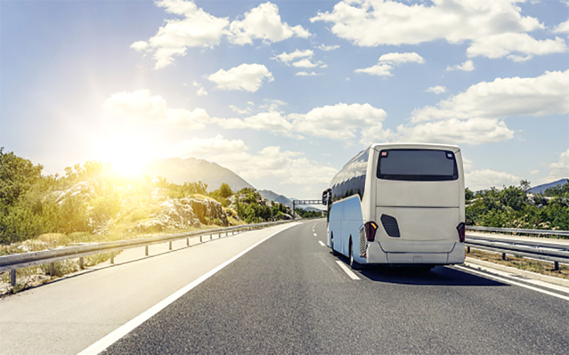https: img.okezone.com content 2019 06 27 406 2071623 beli-tiket-bus-di-traveloka-dijamin-tanpa-ribet-P3LkOpsRbH.jpg