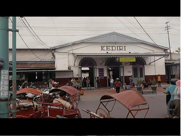 https: img.okezone.com content 2019 06 27 612 2071744 mitos-keangkeran-kediri-jadi-pantangan-dikunjungi-presiden-indonesia-8Fo9KkxAUq.png