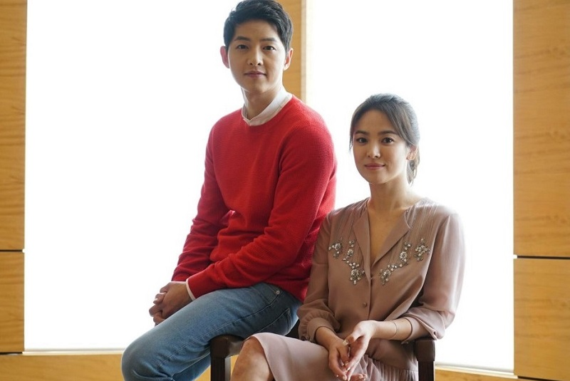 https: img.okezone.com content 2019 06 28 33 2071996 hot-gosip-song-joong-ki-ceraikan-song-hye-kyo-hingga-anak-eza-gionino-lahir-oFCWODt9Xz.jpg