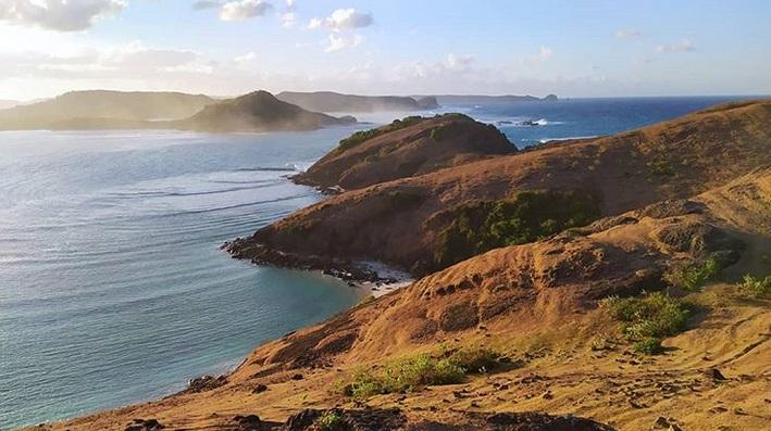 https: img.okezone.com content 2019 06 28 406 2072347 berencana-bulan-madu-ke-lombok-jangan-lewatkan-5-obyek-wisata-ini-A5qONKFwVU.jpg