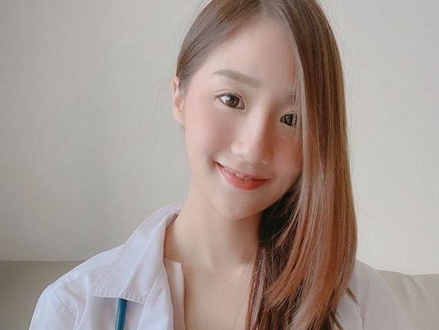 https: img.okezone.com content 2019 06 28 481 2072304 hari-pertama-kerja-dokter-cantik-ini-angkat-tokek-dari-telinga-pasien-Rf6XxryrqY.jpg
