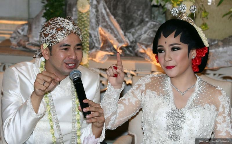 https: img.okezone.com content 2019 06 30 194 2072811 6-private-party-pernikahan-selebriti-yang-bikin-heboh-EiaDL1In6Z.jpg