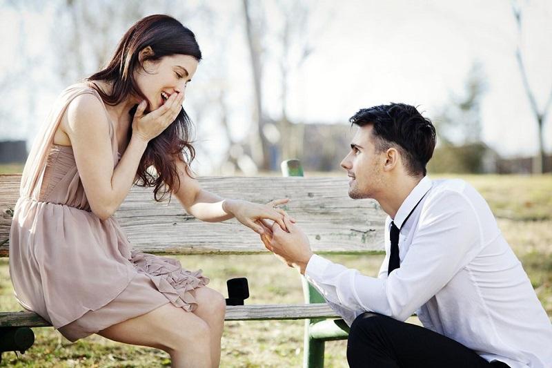 https: img.okezone.com content 2019 06 30 196 2072922 10-cara-paling-romantis-mengajak-pacar-untuk-menikah-h9No6fKnCb.jpg