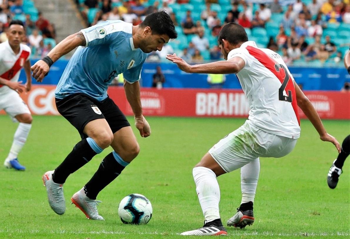 https: img.okezone.com content 2019 06 30 51 2072714 suarez-gagal-penalti-timnas-uruguay-disingkirkan-peru-dari-copa-america-2019-ofd8P45rKs.jpg