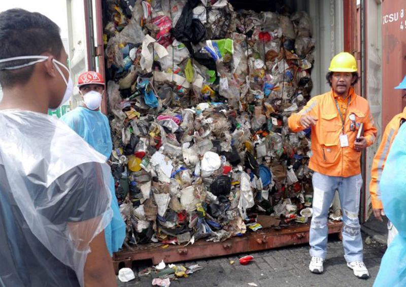 https: img.okezone.com content 2019 07 01 18 2073333 kanada-terima-kembali-69-kontainer-sampah-dari-filipina-F6MnmTEYa1.jpg