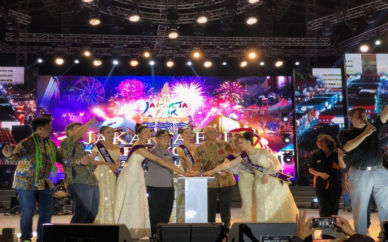 https: img.okezone.com content 2019 07 01 406 2072934 sukses-tarik-6-8-juta-pengunjung-jakarta-fair-kemayoran-2019-resmi-ditutup-mzFqKSgd7D.jpg
