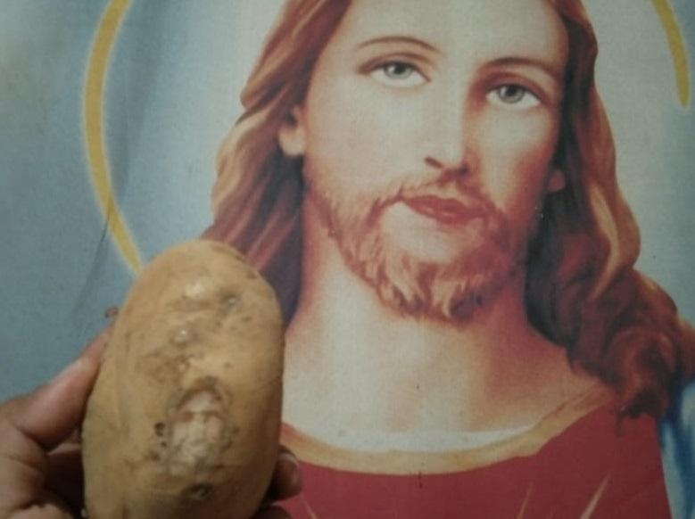 https: img.okezone.com content 2019 07 01 612 2073259 pola-seperti-wajah-yesus-ditemukan-dalam-sebuah-kentang-cXHR5rZSU8.jpg