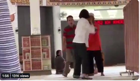 https: img.okezone.com content 2019 07 01 616 2072989 emak-emak-masuk-masjid-bawa-anjing-dan-pakai-sandal-ini-pesan-ustadz-luqman-hakim-dH0b3yV60n.png
