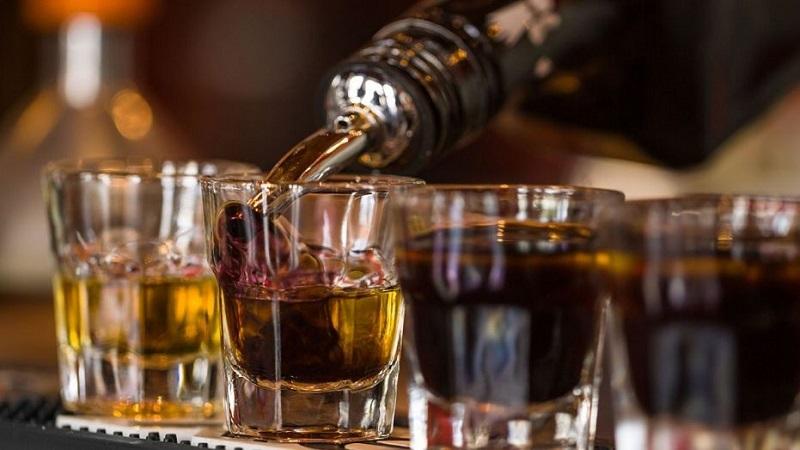 https: img.okezone.com content 2019 07 02 298 2073846 jadi-gaya-hidup-ini-jenis-alkohol-paling-diminati-milenial-w9eJs9Jpy1.jpg