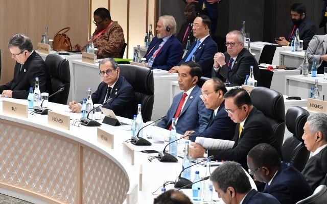 https: img.okezone.com content 2019 07 02 320 2073497 menko-luhut-presiden-jokowi-disenangi-pemimpin-dunia-di-ktt-g20-equ4Vl8Ctt.jpg
