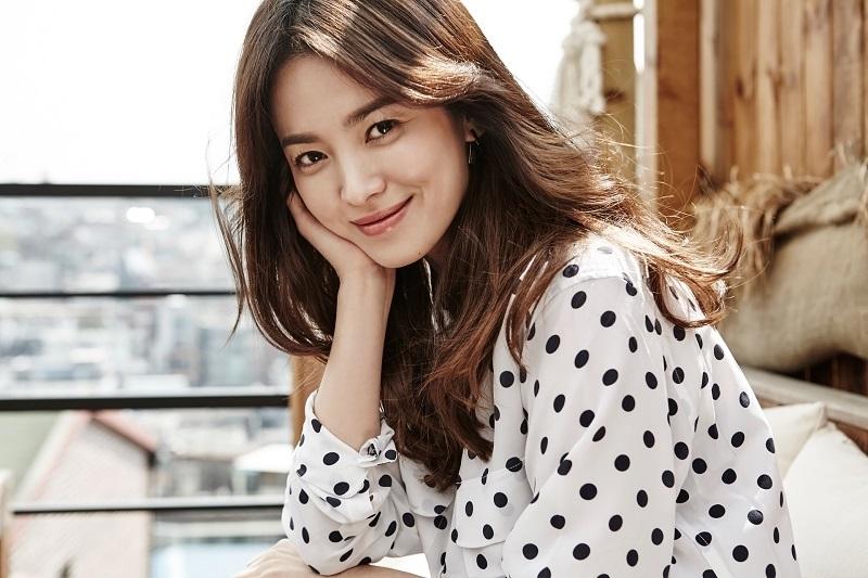 https: img.okezone.com content 2019 07 03 33 2074278 song-hye-kyo-akan-terbang-ke-china-setelah-dicerai-song-joong-ki-SWXJz4zbb9.jpg