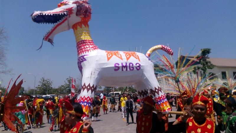 https: img.okezone.com content 2019 07 03 406 2074221 promosikan-pariwisata-dan-budaya-festival-pesona-lokal-2019-meriahkan-7-kota-di-indonesia-bLMQQ25izb.jpg