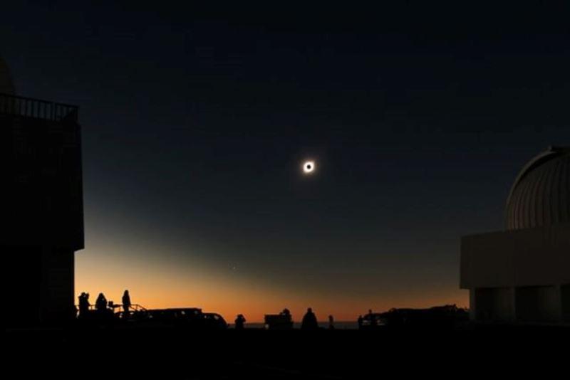 https: img.okezone.com content 2019 07 03 56 2074201 nasa-ungkap-foto-penampakan-gerhana-matahari-total-vpwvPSUEry.jpg