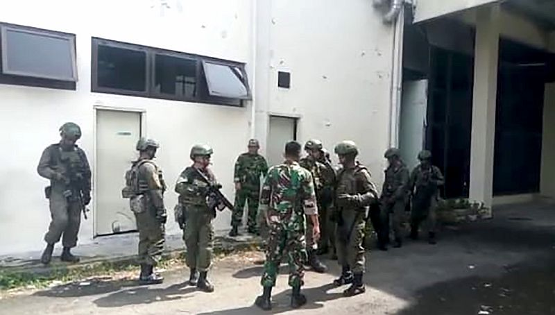 https: img.okezone.com content 2019 07 03 608 2074179 tni-au-dan-militer-amerika-latihan-bersama-di-lanud-soewondo-pGcL3dXSTj.jpg