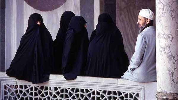 https: img.okezone.com content 2019 07 03 614 2074133 poligami-sering-ditakuti-banyak-wanita-ini-penjelasan-ulama-xl3ULIl8dq.jpg