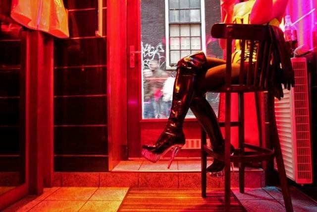 https: img.okezone.com content 2019 07 04 18 2074664 wali-kota-amsterdam-cari-cara-tutup-distrik-seks-red-light-SncmgTCXi8.jpg