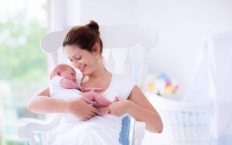 https: img.okezone.com content 2019 07 04 298 2074449 ibu-menyusui-makan-jengkol-akankah-asi-nya-jadi-pahit-P2hU27UZpt.jpg