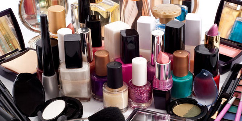 https: img.okezone.com content 2019 07 04 320 2074470 industri-kosmetik-dan-obat-tradisional-jadi-andalan-ekspor-clsrcbTZ26.jpg