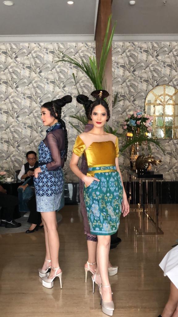 https: img.okezone.com content 2019 07 05 194 2075002 ferry-sunarto-boyong-tradisi-de-posuo-ke-festival-indonesia-rusia-pWe8GG62XL.jpg