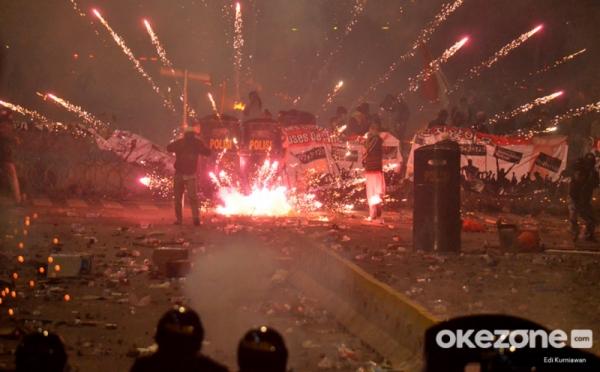 https: img.okezone.com content 2019 07 05 337 2075130 polisi-sebut-2-korban-kerusuhan-21-22-mei-tewas-ditembak-dari-jarak-dekat-Wk6FOu4A4m.jpg