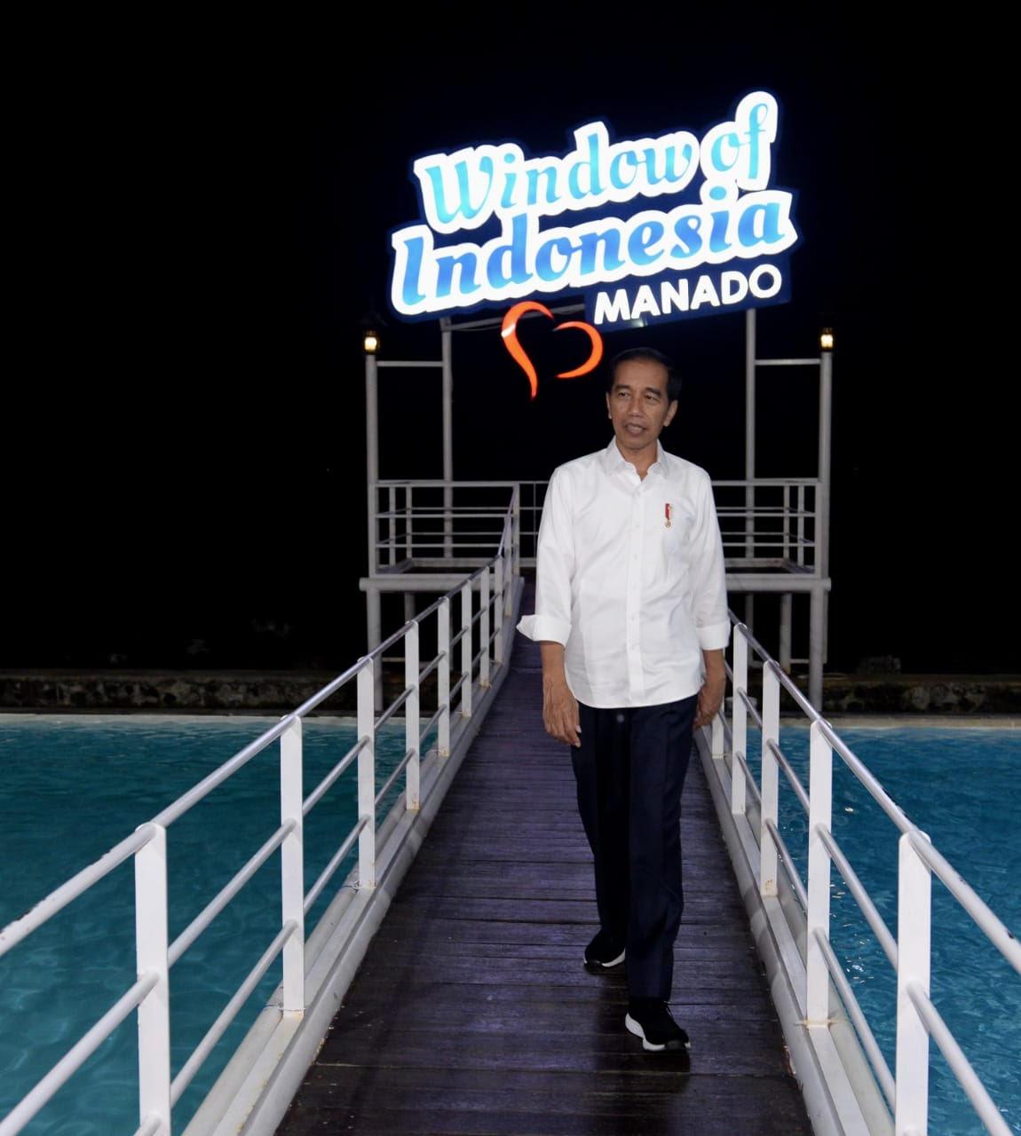 https: img.okezone.com content 2019 07 05 406 2075007 saat-presiden-jokowi-menikmati-wisata-jendela-indonesia-re6YJbIKBk.jpg