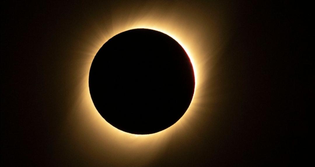 https: img.okezone.com content 2019 07 07 56 2075563 satelit-milik-china-tangkap-pemandangan-gerhana-matahari-yang-menakjubkan-uw6k0hA4gF.jpg