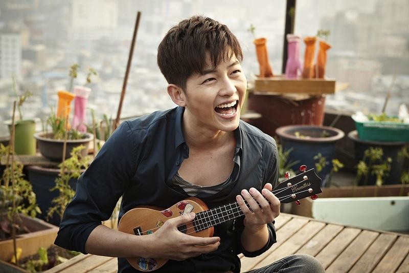 https: img.okezone.com content 2019 07 08 33 2076115 gara-gara-foto-ini-song-joong-ki-diklaim-bahagia-cerai-dari-song-hye-kyo-l49vSOytot.jpg