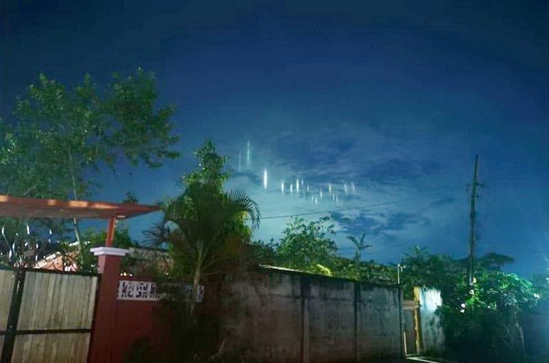 https: img.okezone.com content 2019 07 08 612 2076276 heboh-penampakan-pilar-cahaya-misterius-di-langit-sulu-cRdLU5ekT3.jpg