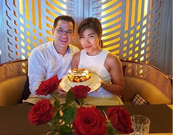 https: img.okezone.com content 2019 07 09 196 2076396 ari-wibowo-dan-istri-rayakan-ulang-tahun-pernikahan-dengan-candle-light-dinner-romantis-banget-p8J7XlE4XN.jpg
