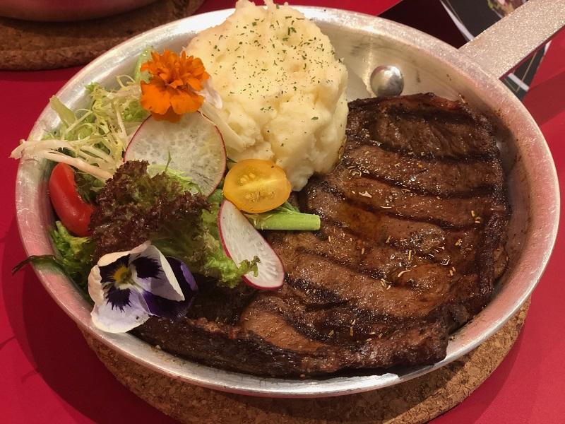 https: img.okezone.com content 2019 07 09 298 2076712 3-rahasia-bikin-steak-rumahan-selezat-restoran-mewah-YPwbLd3YHk.jpeg