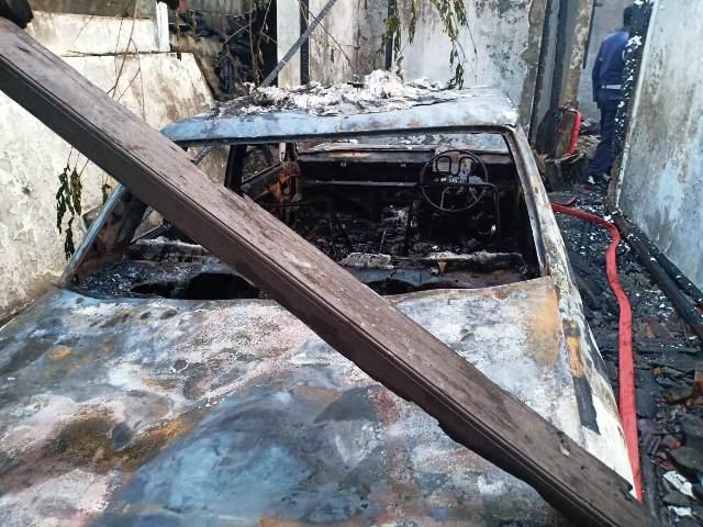 https: img.okezone.com content 2019 07 09 338 2076531 rumah-terbakar-di-ciputat-1-orang-tewas-terpanggang-YPjRrDRvON.jpg
