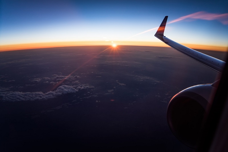 https: img.okezone.com content 2019 07 09 406 2076761 harga-tiket-pesawat-bakal-turun-siapa-yang-paling-bahagia-6JxqHNIsg7.jpg
