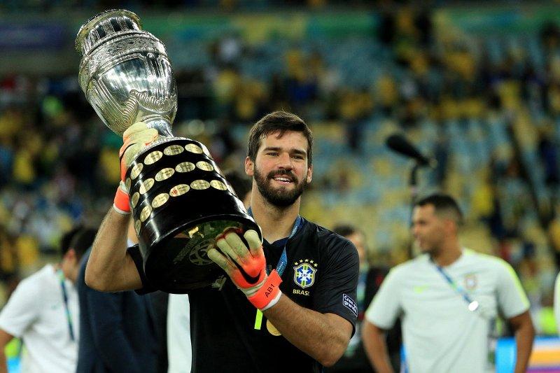 https: img.okezone.com content 2019 07 09 51 2076692 klopp-langsung-kirim-pesan-ke-firmino-dan-alisson-usai-bantu-brasil-juarai-copa-america-PJ3VIrccwf.jpg