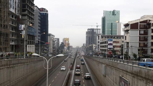 https: img.okezone.com content 2019 07 10 18 2076969 kota-addis-ababa-ethiopia-mulai-larang-penggunaan-sepeda-motor-ghdXzOtoik.jpg