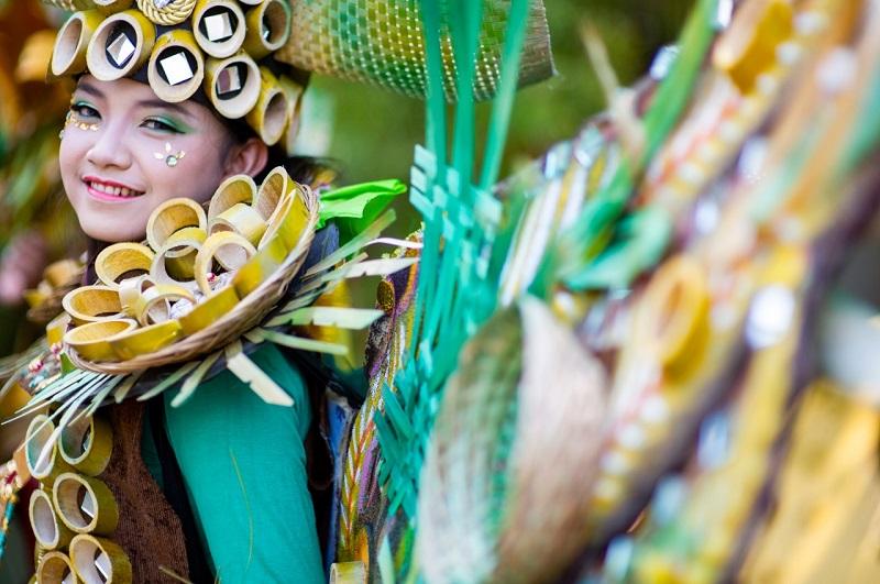 https: img.okezone.com content 2019 07 10 406 2077153 mnc-travel-luncurkan-paket-seru-ke-jember-fashion-carnaval-2019-lyAgwhQNqe.jpeg