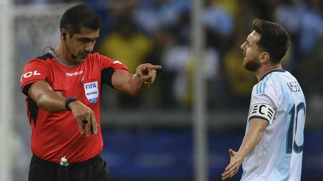 https: img.okezone.com content 2019 07 10 51 2077110 dikritik-messi-wasit-brasil-vs-argentina-akhirnya-buka-suara-xheWEgyw0V.jpg