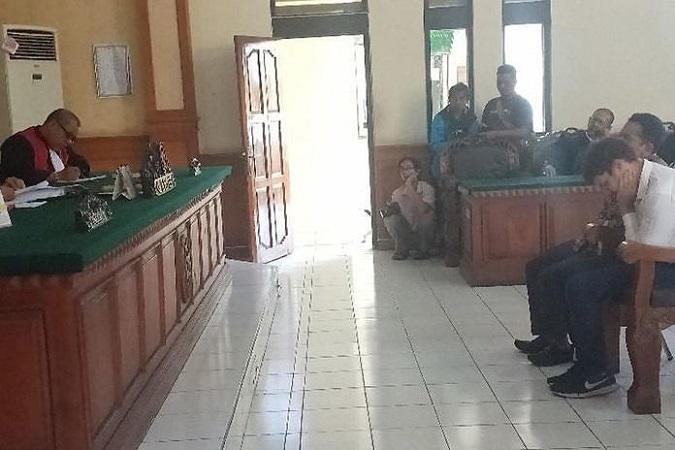 https: img.okezone.com content 2019 07 11 244 2077652 selundupkan-orangutan-wn-rusia-divonis-1-tahun-penjara-CGet8xsaC0.jpg