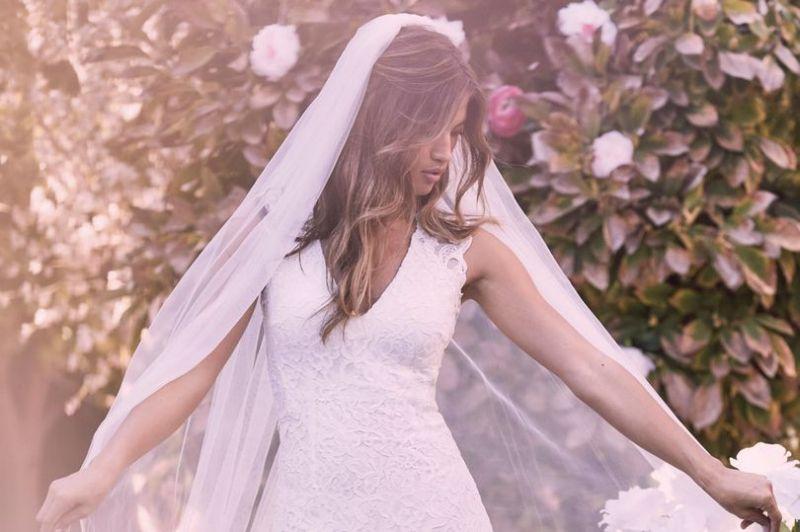 https: img.okezone.com content 2019 07 12 194 2078067 sedang-cari-gaun-pernikahan-coba-kunjungi-5-tempat-ini-QUzNV8yjFb.jpg