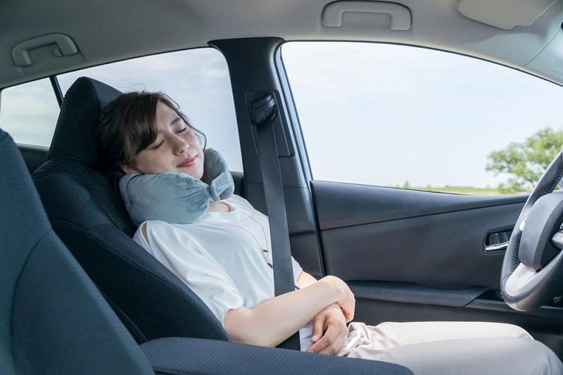 Tidur di mobil