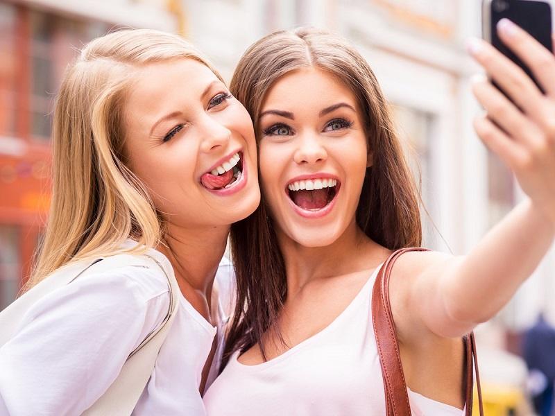 https: img.okezone.com content 2019 07 12 612 2078175 aplikasi-yang-bikin-foto-terlihat-telanjang-gegerkan-wanita-lvZ4C7T7rb.jpg