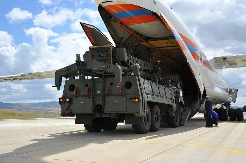 https: img.okezone.com content 2019 07 13 18 2078421 meski-ditentang-as-turki-terima-pengiriman-pertama-sistem-rudal-s400-rusia-W0SO52UPis.jpg