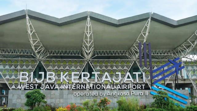 https: img.okezone.com content 2019 07 13 320 2078433 fakta-fakta-peralihan-penerbangan-bus-damri-gratis-ke-bandara-kertajati-nSI81CZbJj.jpg