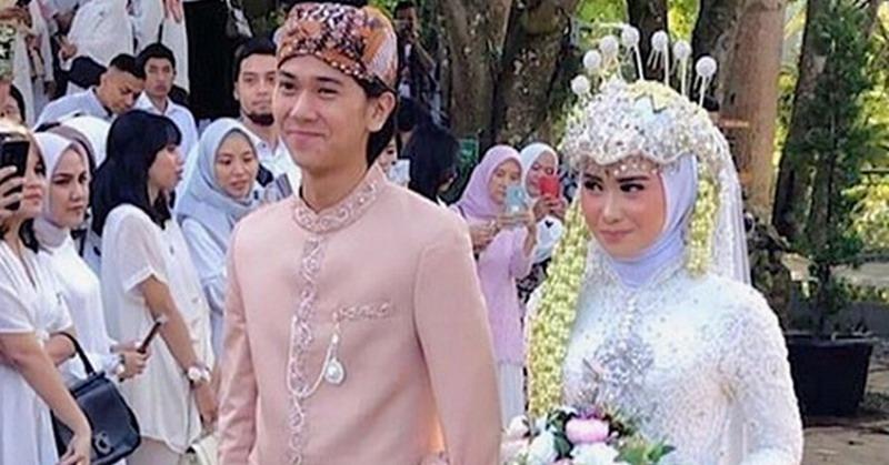 https: img.okezone.com content 2019 07 13 33 2078377 jadi-pendamping-pengantin-iqbaal-ramadhan-ganteng-atau-gemesin-5IqUmHtLKu.jpg