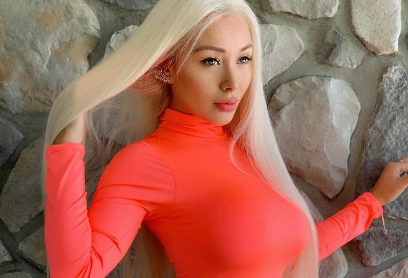 https: img.okezone.com content 2019 07 14 33 2078752 hot-model-seksi-daniella-chavez-lakukan-bottle-cap-challenge-dengan-payudara-04agU3jJgc.jpg