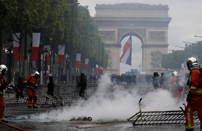 https: img.okezone.com content 2019 07 15 18 2078987 lebih-dari-150-orang-ditahan-menyusul-demonstrasi-rusuh-pada-hari-bastille-di-prancis-TUuDWwufgr.jpg