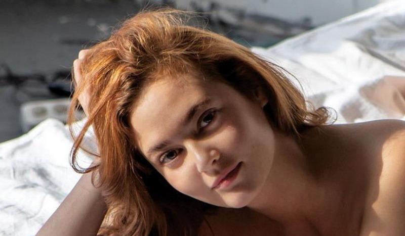 https: img.okezone.com content 2019 07 15 194 2079276 5-gaya-anna-anufrieva-pns-yang-dipecat-karena-foto-syur-AYpL0n1uPJ.jpg