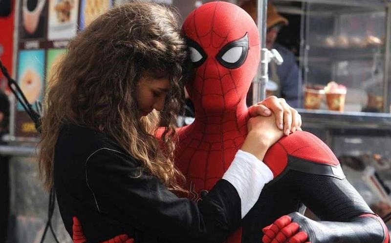 https: img.okezone.com content 2019 07 15 206 2079107 masih-perkasa-di-box-office-spider-man-far-from-home-raup-rp1-7-triliun-FjmoDOYZSk.jpg