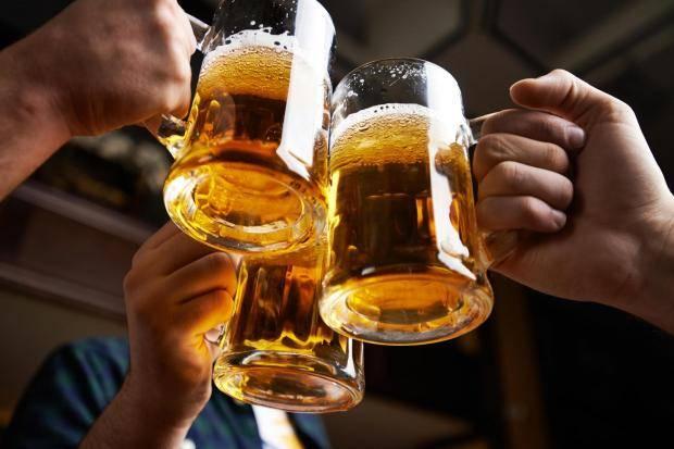 https: img.okezone.com content 2019 07 15 298 2079263 minum-bir-sepuasnya-tanpa-mabuk-kini-ada-di-malaysia-D23wZ8QtDw.jpg